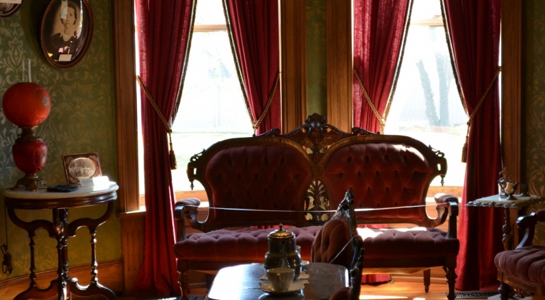 Seiberling Mansion parlor
